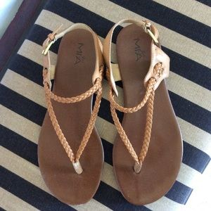 Thong Sandals Size 7 1/2